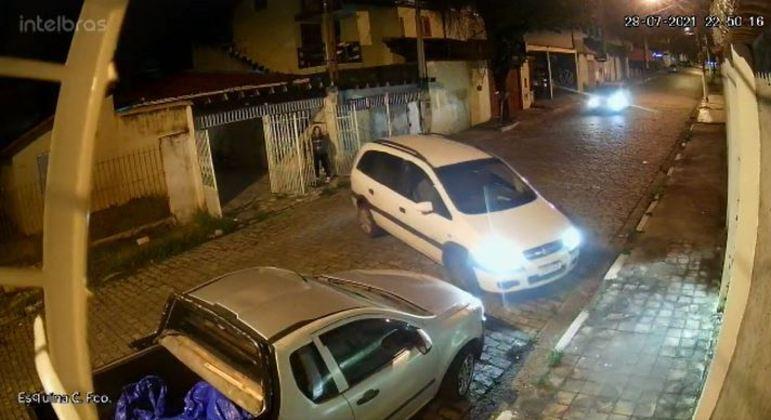 Grupo é suspeito de roubar pelo menos cinco veículos em Suzano (SP)