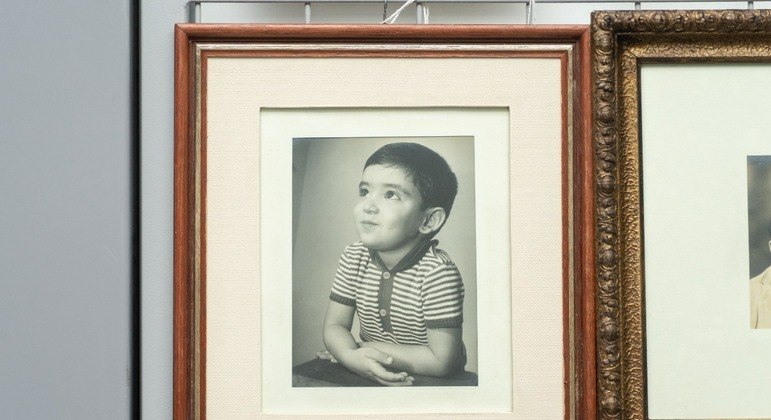Quadro com foto de Renato Russo na infância