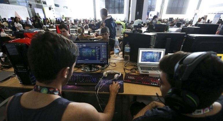 Jovens interessados em aprender programação devem se inscrever pela internet