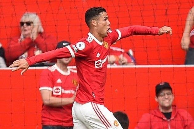 Quando o empate parecia sacramentado ao fim do primeiro tempo, Cristiano Ronaldo marcou seu primeiro gol na partida e seu primeiro gol no retorno ao United