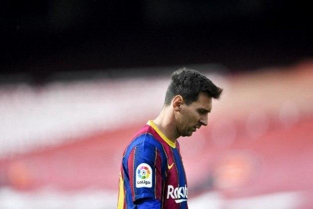 Quando parecia que Messi enfim renovaria com o Barcelona, uma reviravolta impediu que o contrato fosse assinado e decretou a saída do craque argentino do clube que defendeu por 21 anos. Relembre momentos marcantes da história de Lionel Messi no Barcelona desde a sua estreia profissional até a última taça levantada.
