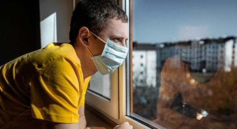 Pessoas vacinadas deverão continuar mantendo medidas de segurança e higiene contra a covid