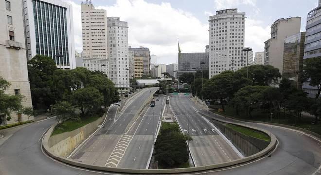 Grandes metrópoles, como São Paulo, cumprem quarentena obrigatória