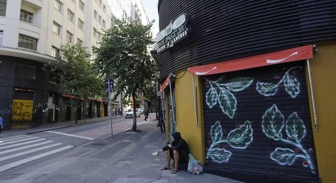 Bares e restaurantes preparam reabertura em São Paulo
