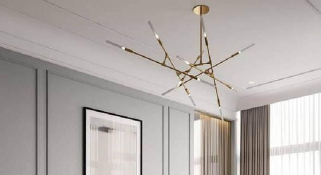 quarto de casal decorado em cores neutras com pendente para quarto com design moderno