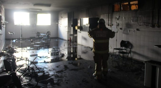 Quatro pessoas morreram durante incêndio em hospital de Aracaju (SE)