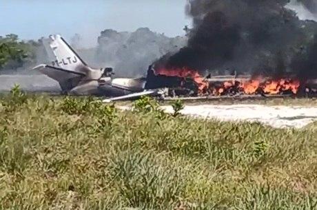 Jatinho pegou fogo depois de cair na Bahia