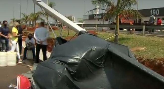 Avião caiu em rodovia de Bauru logo após a decolagem do aeroclube