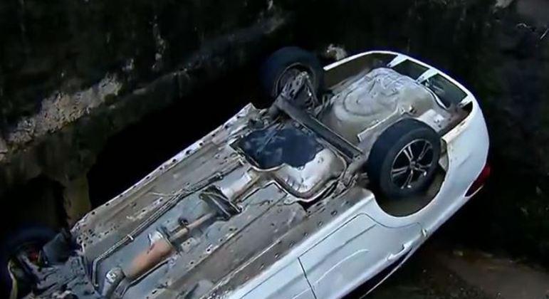 Após batida, motorista perdeu controle da direção e caiu em um córrego de Guarulhos