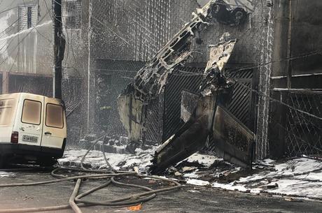 Queda de avião em Santana deixou 12 feridos