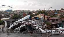 Telhado desaba e fere um durante chuva em Itapecerica da Serra (SP)