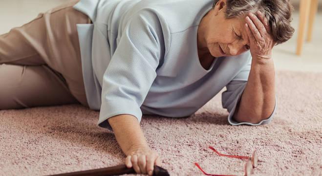 Queda é um dos acidentes domésticos mais comuns, diz especialista