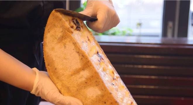 O Raclette NYC causou um alvoroço na internet com seu vídeo de queijo derretido