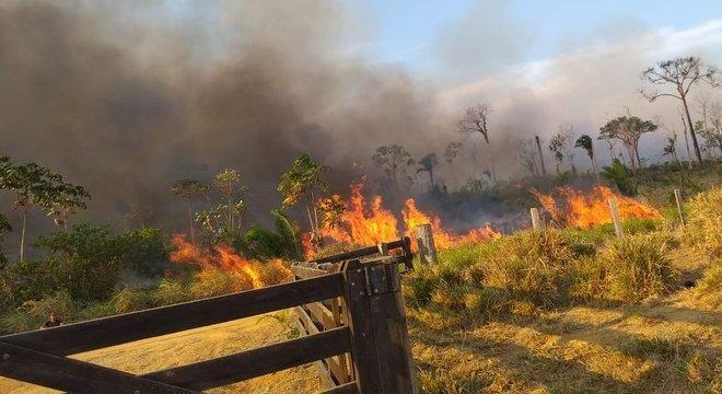 Queimadas têm sido frequentes na zona rural de Machadinho D'Oeste O incêndio