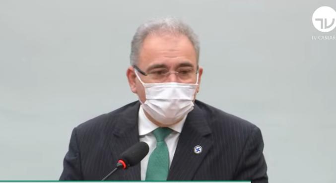 Queiroga admite preocupação com terceira onda no Brasil