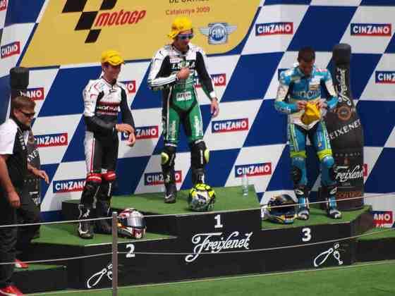 Quem acabou com a vitória da corrida foi Andrea Iannone, e Simón sequer chegou ao pódio