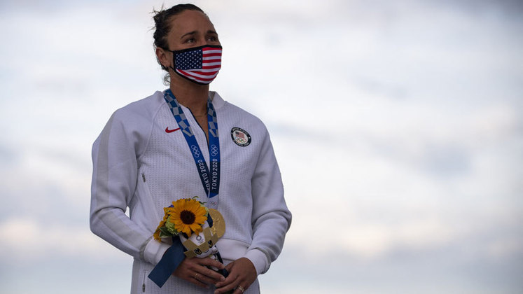 Quem conquistou o ouro no surfe feminino foi a norte-americana Carissa Moore. Dona de quatro títulos do Circuito Mundial, a havaiana dominou a sul-africana Bianca Buitendag e conquistou o título olímpico. A japonesa Amuro Tsuzuki ficou com o bronze.