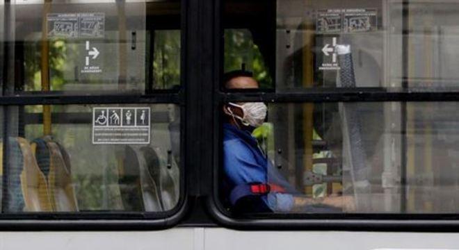 Quem for pego sem máscaras em espaços públicos poderá ser autuado e multado em valor a partir de R$ 2 mil