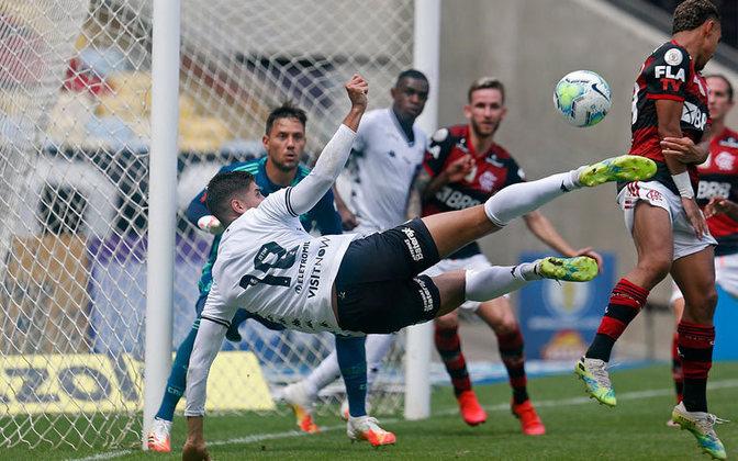 Quem pode decidir pelo Botafogo: Pedro Raul é o nome para resolver o jogo. Na última vez em que enfrentou o rival Flamengo, o atacante marcou um belo gol de voleio, no empate por 1 a 1, pelo primeiro turno do Brasileirão.