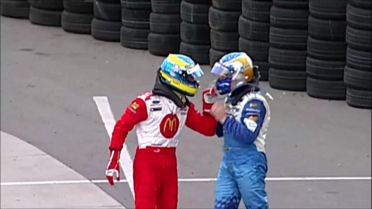 Quem também não teve muita paciência com o canadense foi Sébastien Bourdais. Os dois trocaram empurrões após um acidente em Denver, justamente na prova seguinte após a briga com Tagliani