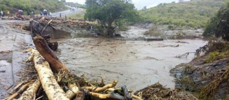 Deslizamentos devido fortes chuvas