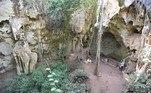 Cientistas encontraram no Quênia o túmulo mais antigo do mundo, do enterro de uma criança.Na semana passada, cientistas anunciaram terem encontrado o local, que data de cerca de 78 mil anos atrás, onde uma 'Mtoto' — 'criança' em suaíli — foi enterrada em uma caverna chamada Panga ya Saidi, próxima do litoral queniano