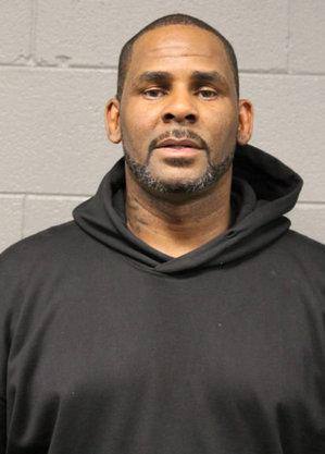 R. Kelly é acusado de exploração sexual de menores e suborno