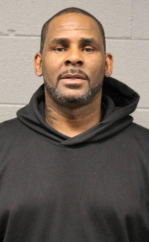 R. Kelly na foto da polícia de Chicago