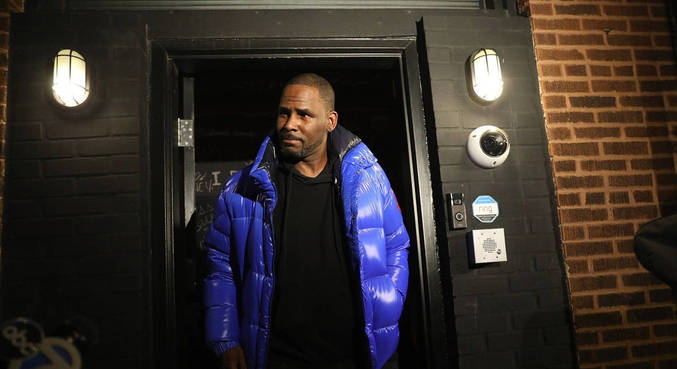 R. Kelly foi condenado por tráfico sexual de menores e mulheres