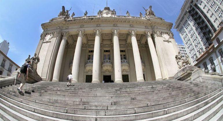 Assembleia do Estado do Rio, que incluiu no Orçamento plano para revisão dos salários
