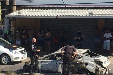 Corpos foram encontrados em carro incendiado