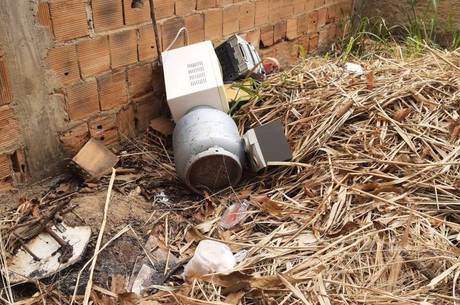 Corpo foi encontrado carbonizado dentro de casa