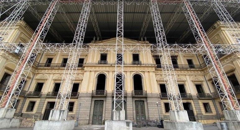 UFRJ lança campanha para recomposição do acervo do Museu Nacional