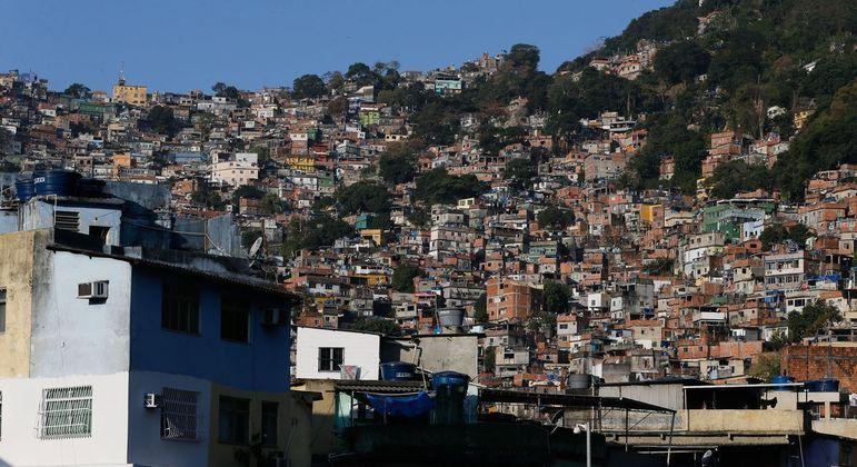 Quase 70% dos moradores de favelas não têm dinheiro para comida, aponta estudo