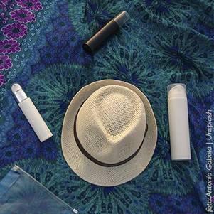 Chapéu e protetor solar para o rosto