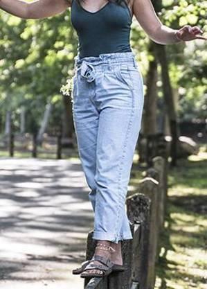 Modelo de jeans eclético