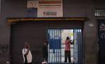 A Prefeitura de São Paulo explica que, além das 23 mil vagas disponibilizadas nos 100 centros de acolhida, a população em situação de rua da capital conta com 2.159 novas vagas criadas na pandemia, sendo que 692 estão em oito equipamentos emergenciais em centros esportivos, 400 em unidades de CEU, 260 em um Centro de Acolhida Especial para Famílias e 807 vagas para hospedagem de idosos em situação de rua já acolhidos na rede socioassistencial em 13 hotéis