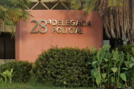 Suspeito foi preso em flagrante em frente a delegacia
