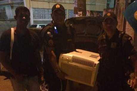 Policiais doaram ar condicionado para criança