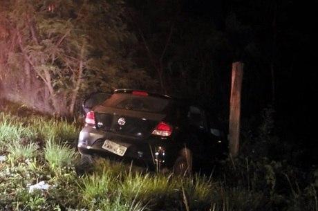 Carro foi localizado às margens da rodovia BR-040