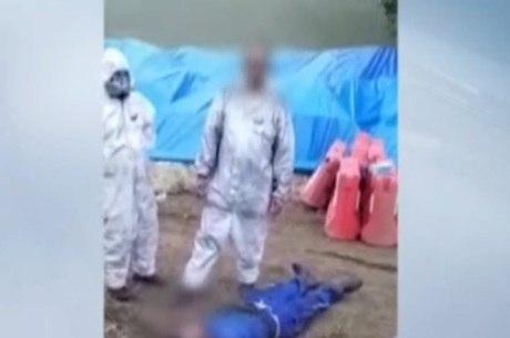 Funcionário aparece caído no chão em vídeo
