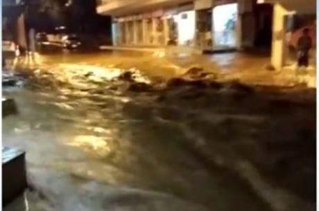 Fortes chuvas deixam rios transbordando no norte do Rio