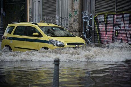 Chuvas causaram transtornos a motoristas no centro do Rio