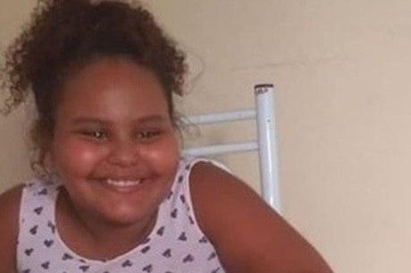 Carol, de 8 anos, foi atingida no sofá de casa e não resistiu