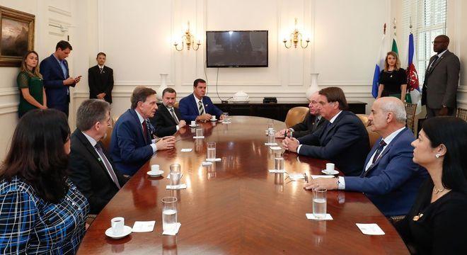 Jair Bolsonaro e Marcelo Crivella discutiram parcerias nesta segunda-feira (20)