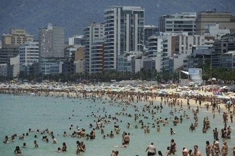 Praias só devem ser liberadas após produção de vacina