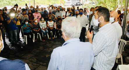 Cláudio Castro conversou com moradores e representantes