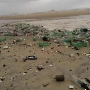 'Onda de lixo' na praia de São Conrado