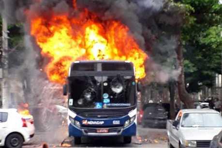 Ônibus foram vandalizados durante protesto
