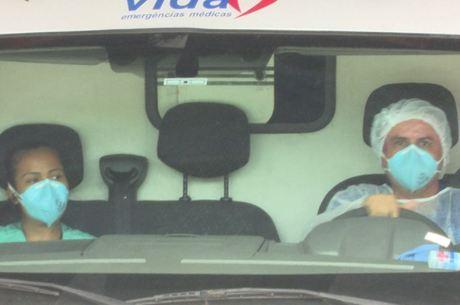 Funcionários usavam máscara na UPA, em Nova Iguaçu